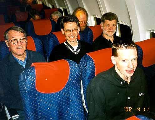 Vi tappade inte bort några fler resekamrater innan vi kom på flyget. Vi blev lite försenade då kaptenen beslutade slänga av en passagerare innan start. Ingen av oss dock.