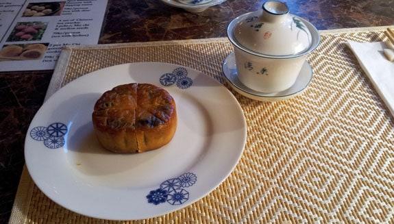 Månkaka och te